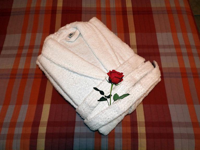 Μπουρνούζι με τριαντάφυλλο